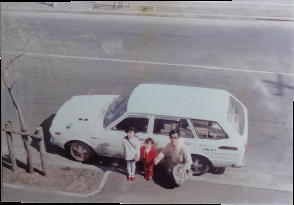 父の車に乗る私と姉