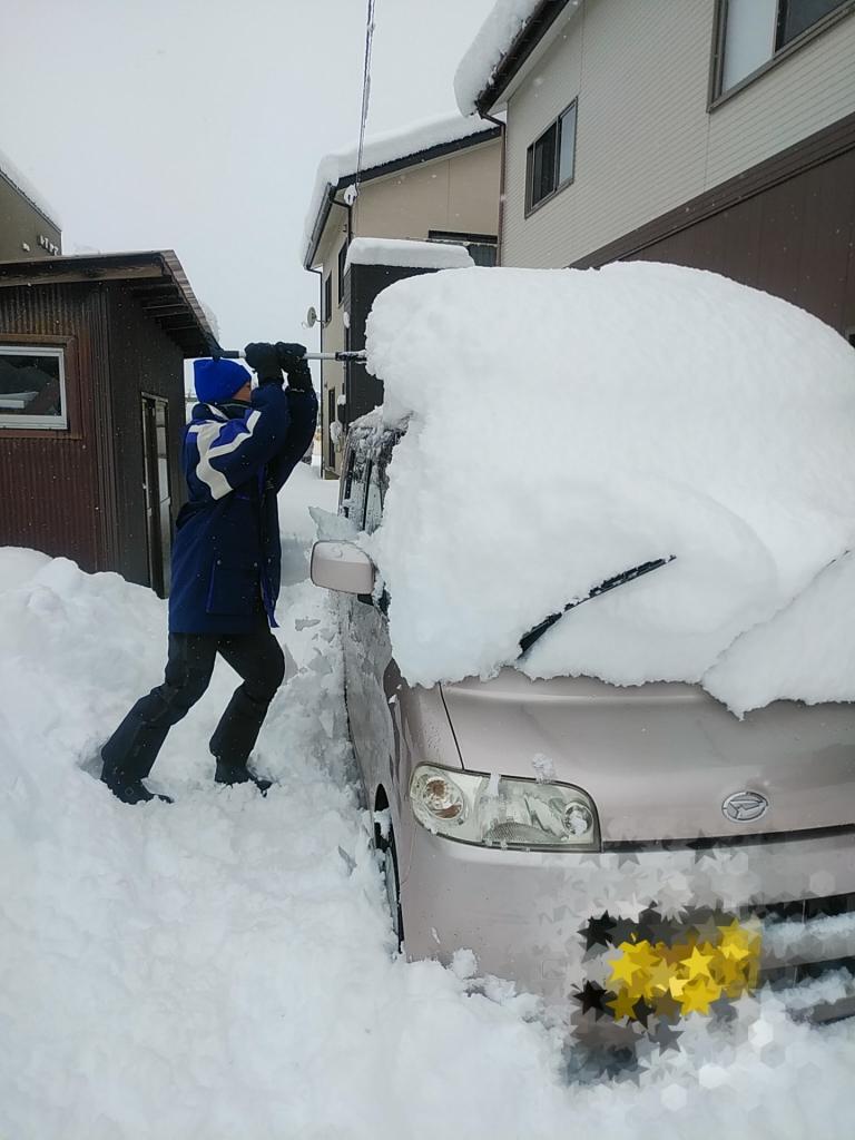 車の雪もおろします